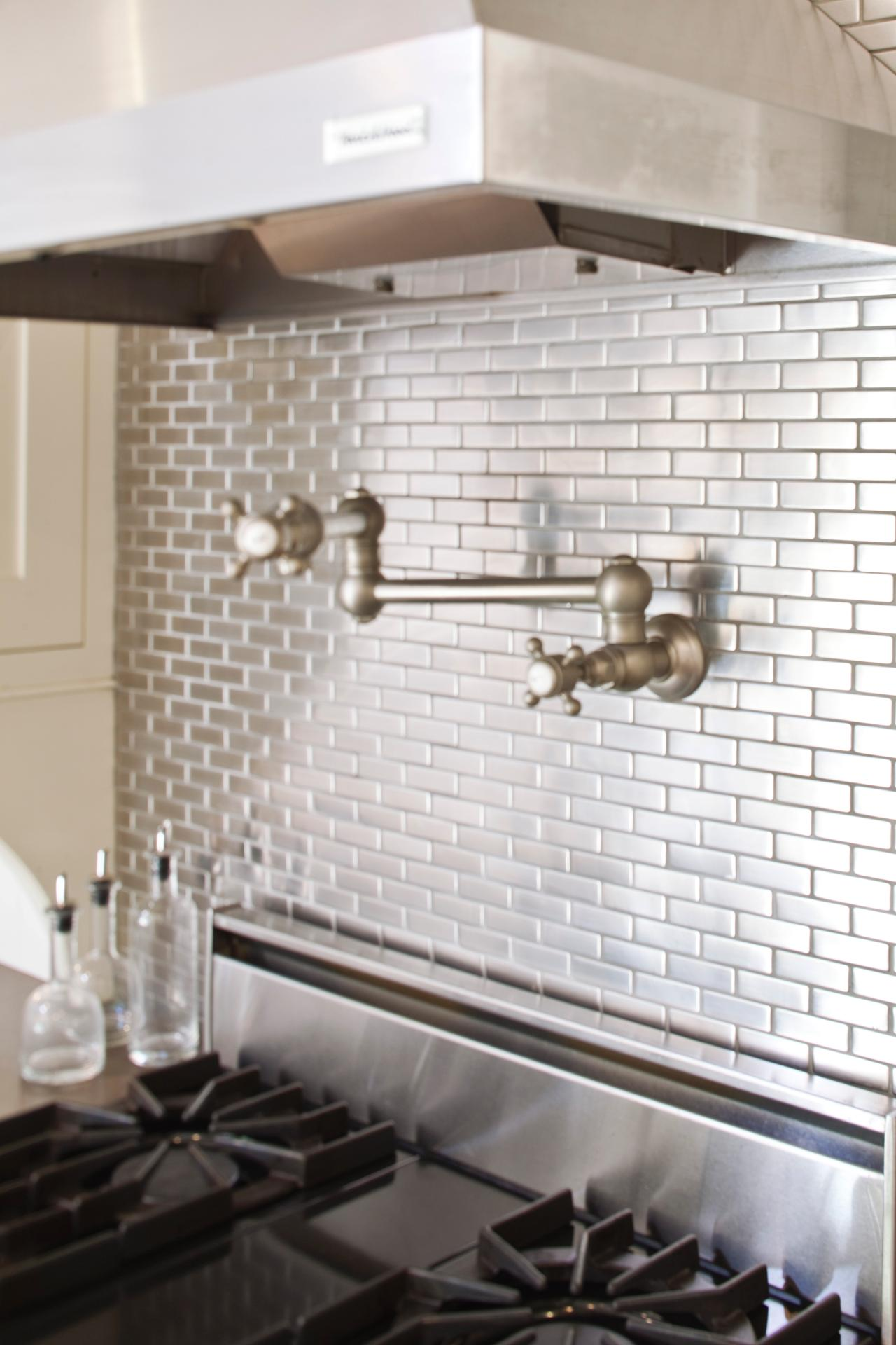 Make a splash with these backsplash designs bkc kitchen for Kitchen and bathroom